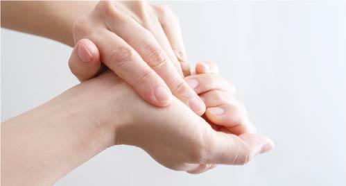 全スタッフの手指消毒の徹底(原則、エタノールを使用)