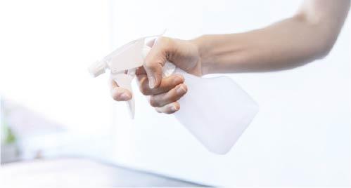 消毒液による消毒と清掃の徹底 お客様ごとにセット面・椅子・器具・備品を消毒ドアノブ等、触れる部分も定期的に消毒