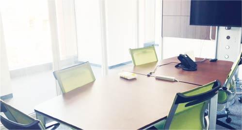 スタッフ間の交流や会議の停止